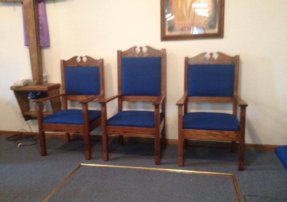 What Tone of Stain is Right for Your Church Pews?