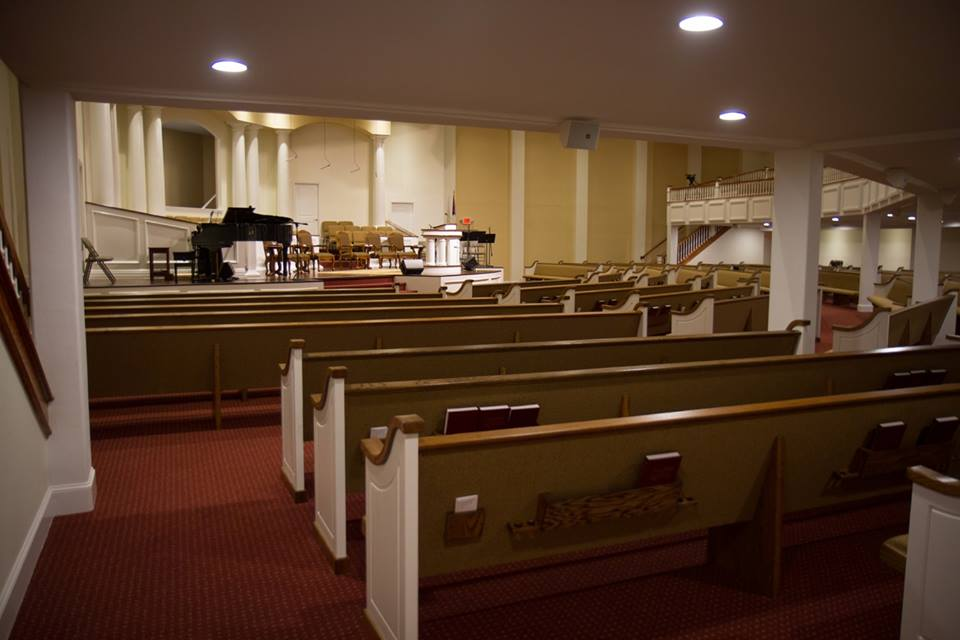 How Your Denomination Affects Your Choice of Pews