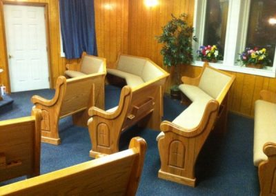 Tiior-hRXOJ-iKnWT-900cap_with_Cross_mitered_pews_WV