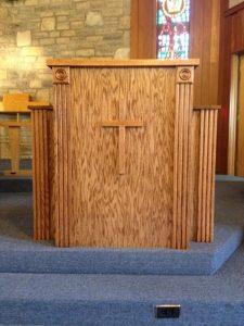 wood church pulit
